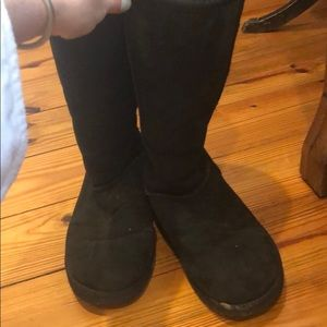 Women's Ugg Boots in black. Size W9.